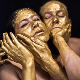 Gold Water: Apocalyptic Black Mirrors, il progetto di Maria Veronica Leon Veintemilla